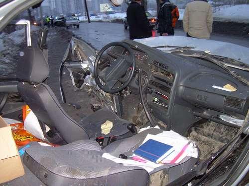 На въезде в микрорайон Заостровка в Перми столкнулись два автомобиля