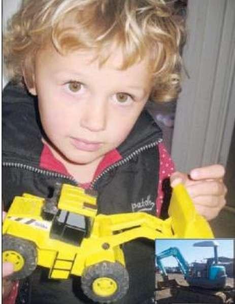 Трехлетняя девочка купила экскаватор (ФОТО) - фото 1