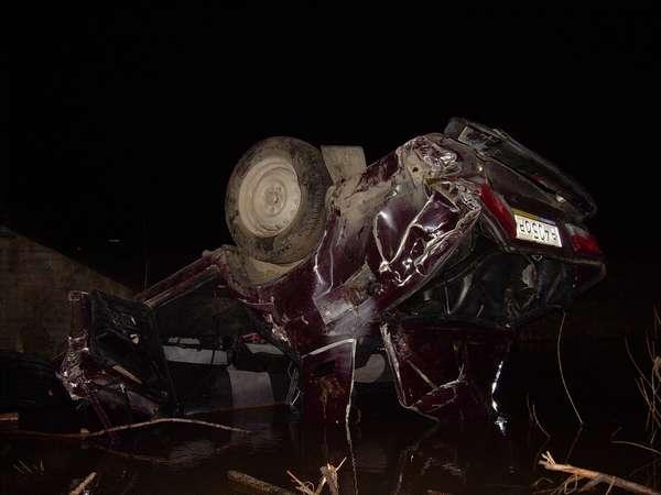 В Пермском крае на автодороге Полазна – Чусовой упала с моста машина