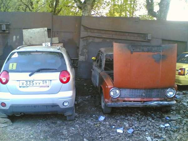 Владелец автомобиля в Перми хотел превратить его в жилое помещение. И чуть не сгорел - фото 1