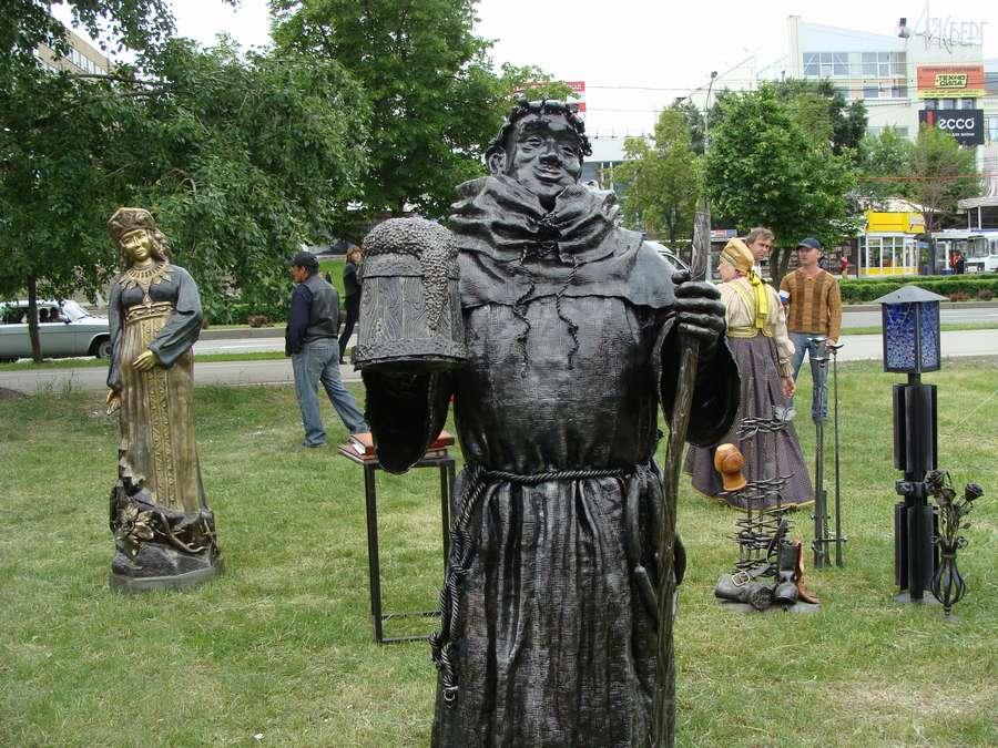 В день города в Перми открыты два памятника и три памятные доски, а по улице Ленина проплыли 32 ладьи - фото 16