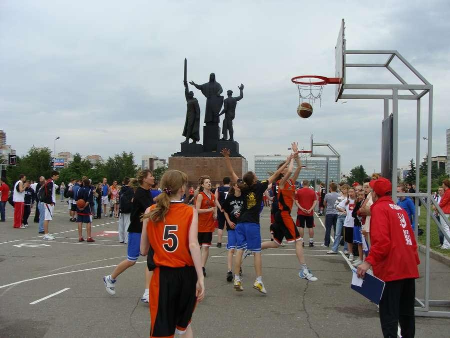 В день города в Перми открыты два памятника и три памятные доски, а по улице Ленина проплыли 32 ладьи - фото 31
