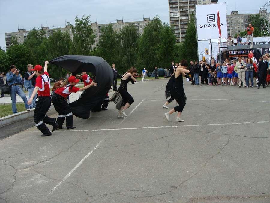 В день города в Перми открыты два памятника и три памятные доски, а по улице Ленина проплыли 32 ладьи - фото 32
