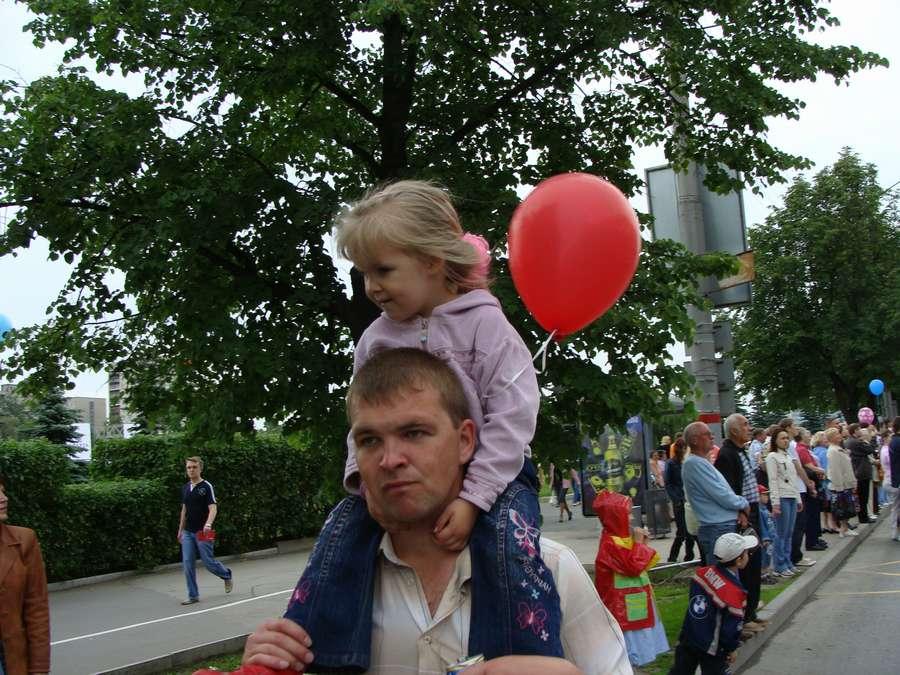 В день города в Перми открыты два памятника и три памятные доски, а по улице Ленина проплыли 32 ладьи - фото 41