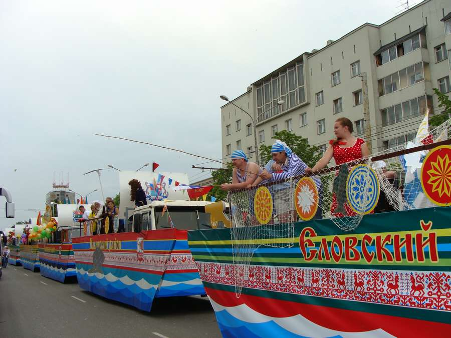 В день города в Перми открыты два памятника и три памятные доски, а по улице Ленина проплыли 32 ладьи - фото 50