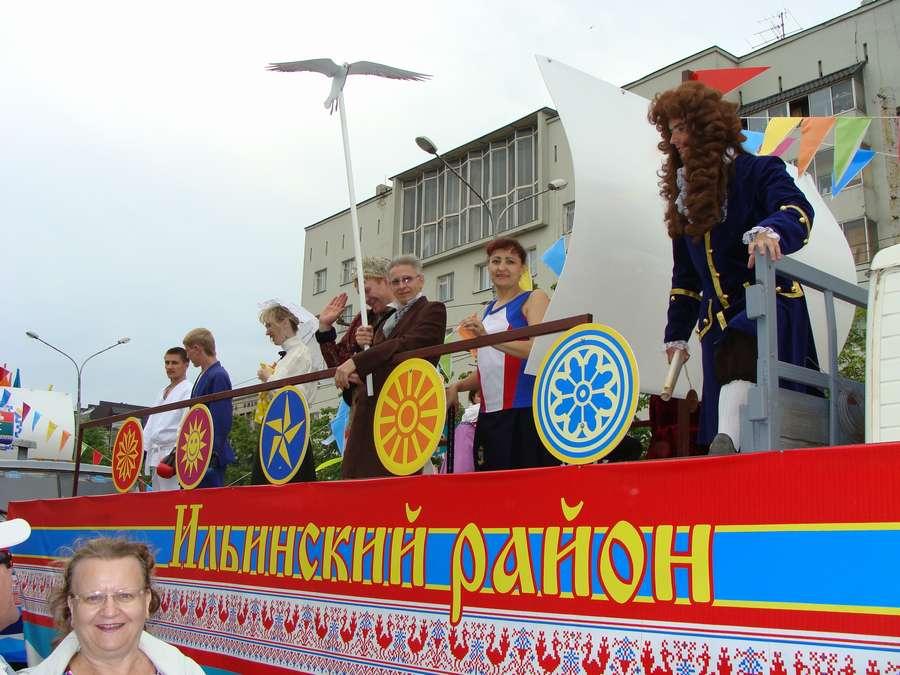 В день города в Перми открыты два памятника и три памятные доски, а по улице Ленина проплыли 32 ладьи - фото 51