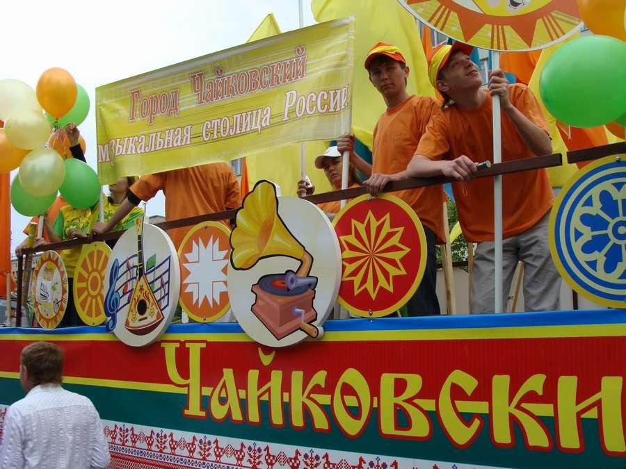 В день города в Перми открыты два памятника и три памятные доски, а по улице Ленина проплыли 32 ладьи - фото 52