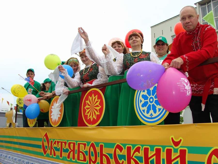 В день города в Перми открыты два памятника и три памятные доски, а по улице Ленина проплыли 32 ладьи - фото 53