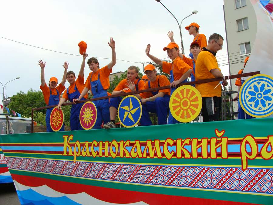 В день города в Перми открыты два памятника и три памятные доски, а по улице Ленина проплыли 32 ладьи - фото 54