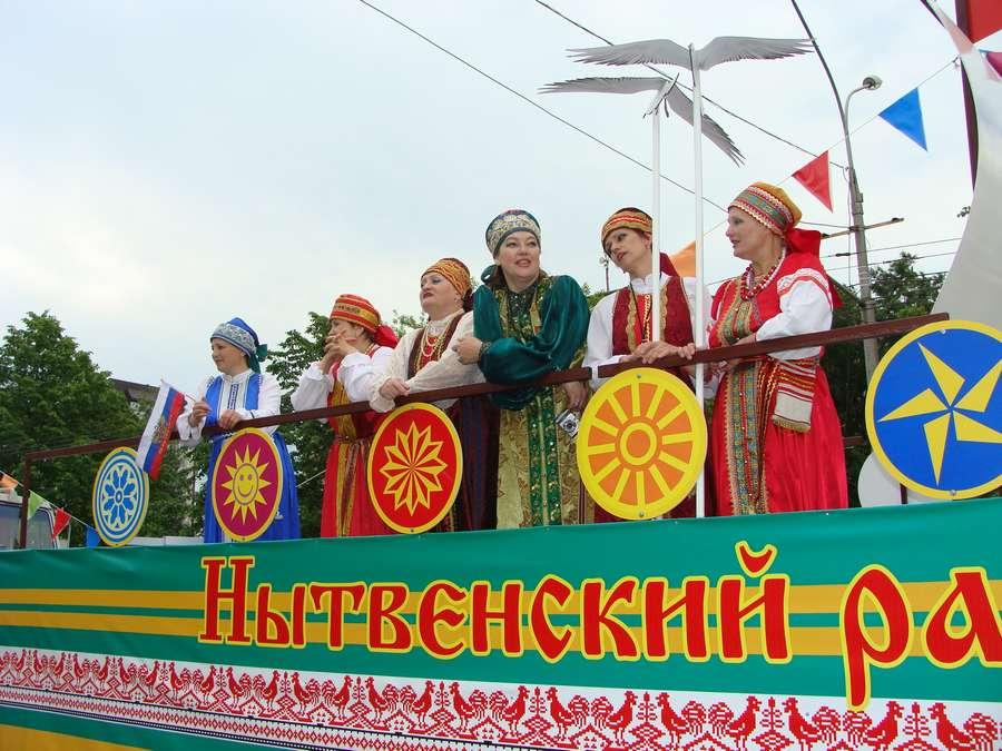В день города в Перми открыты два памятника и три памятные доски, а по улице Ленина проплыли 32 ладьи - фото 56