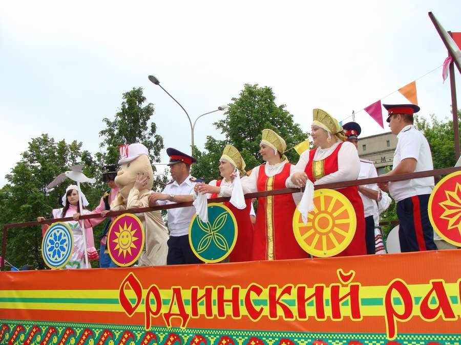 В день города в Перми открыты два памятника и три памятные доски, а по улице Ленина проплыли 32 ладьи - фото 58