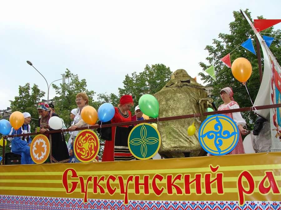 В день города в Перми открыты два памятника и три памятные доски, а по улице Ленина проплыли 32 ладьи - фото 60