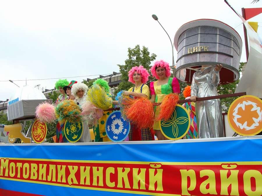 В день города в Перми открыты два памятника и три памятные доски, а по улице Ленина проплыли 32 ладьи - фото 61