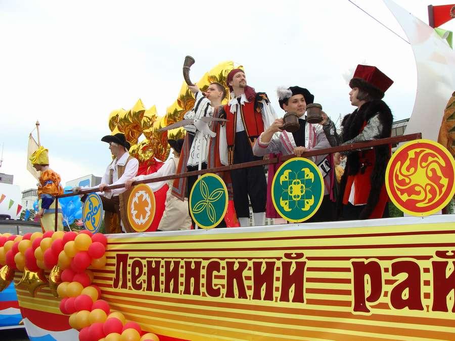 В день города в Перми открыты два памятника и три памятные доски, а по улице Ленина проплыли 32 ладьи - фото 68