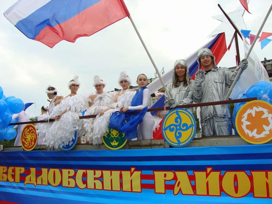 В день города в Перми открыты два памятника и три памятные доски, а по улице Ленина проплыли 32 ладьи - фото 69