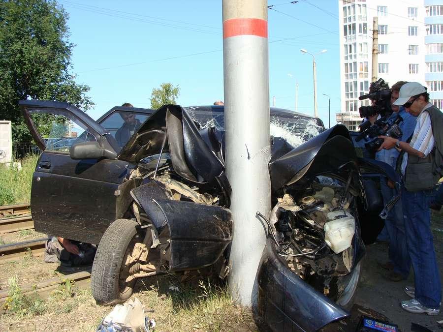В Перми еще один столб устоял под натиском любителей-автогощиков - фото 1
