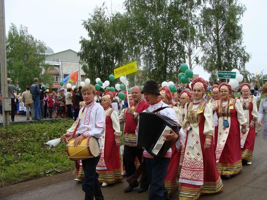 Сегодня в Кудымкаре чудь проводит карнавал - фото 7