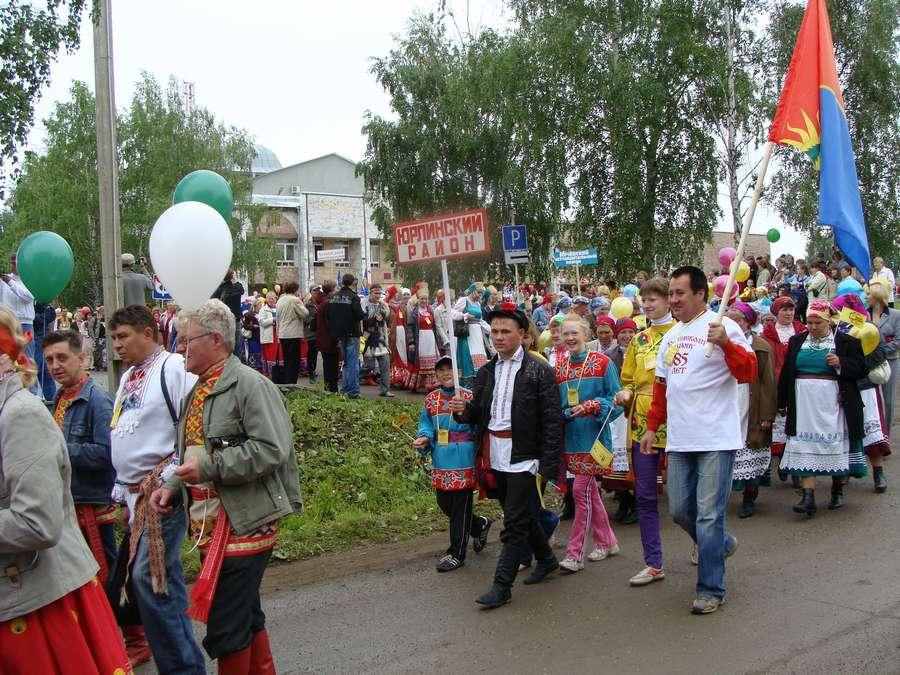 Сегодня в Кудымкаре чудь проводит карнавал - фото 9