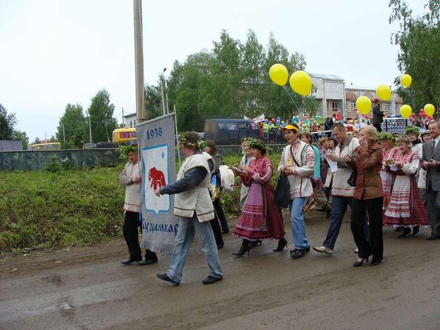 Сегодня в Кудымкаре чудь проводит карнавал - фото 11
