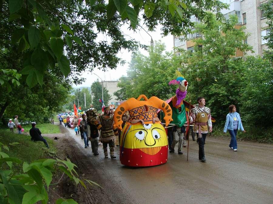 Сегодня в Кудымкаре чудь проводит карнавал - фото 16