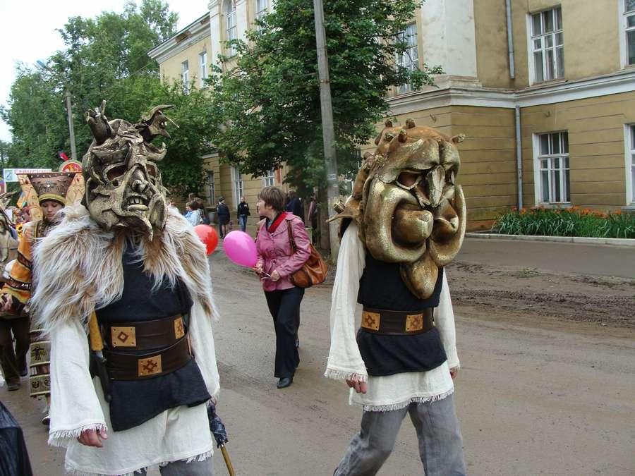 Сегодня в Кудымкаре чудь проводит карнавал - фото 17