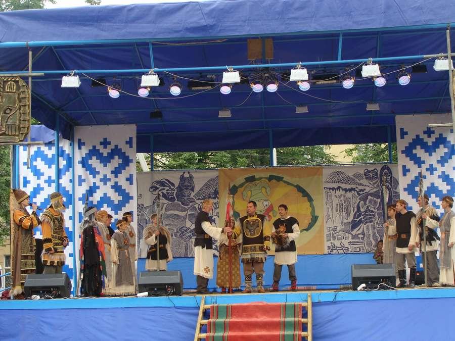 Сегодня в Кудымкаре чудь проводит карнавал - фото 33