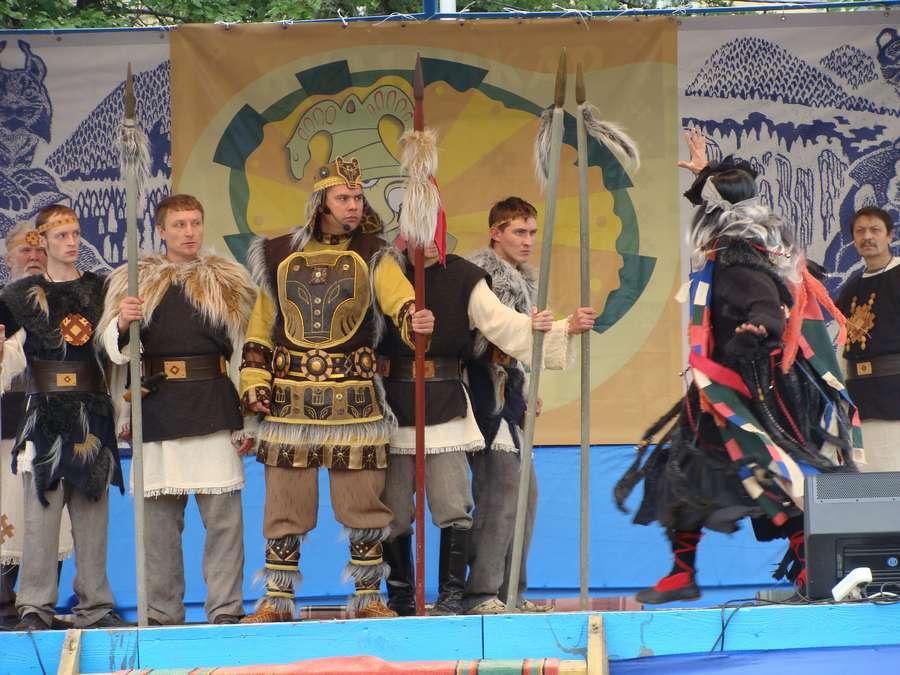 Сегодня в Кудымкаре чудь проводит карнавал - фото 36