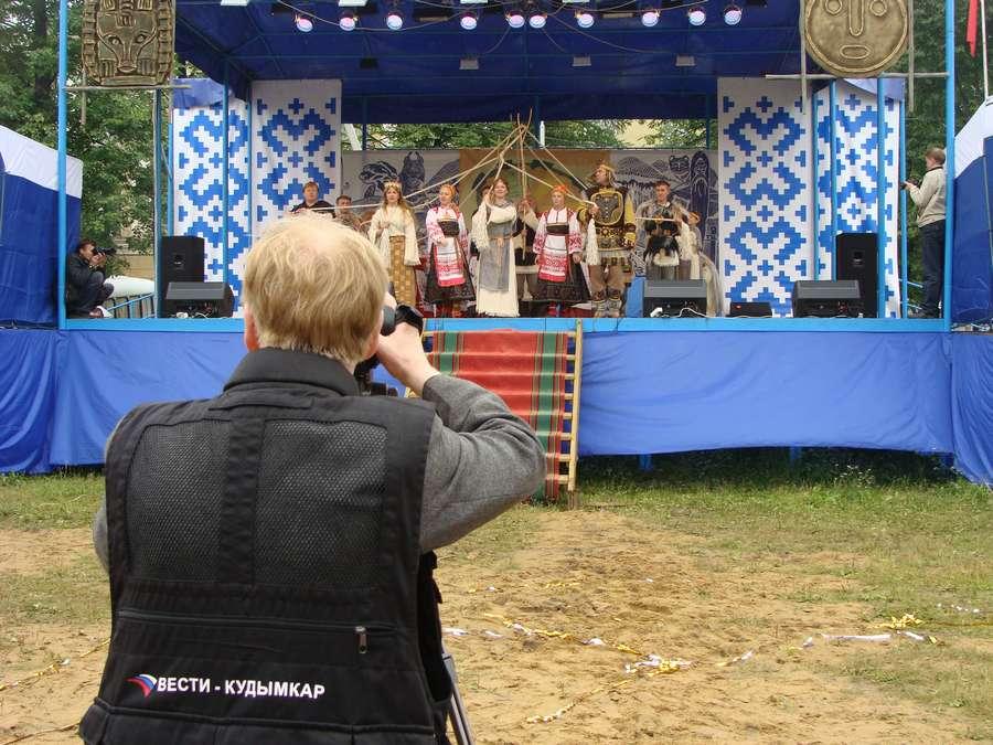 Сегодня в Кудымкаре чудь проводит карнавал - фото 37
