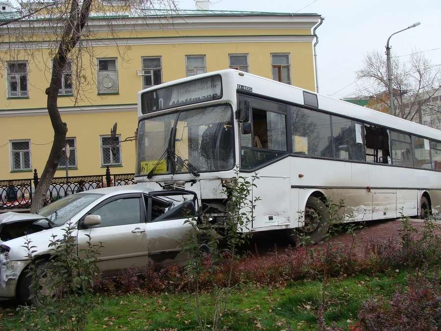 В Перми пассажирский автобус совершил 14 аварий за 5 минут