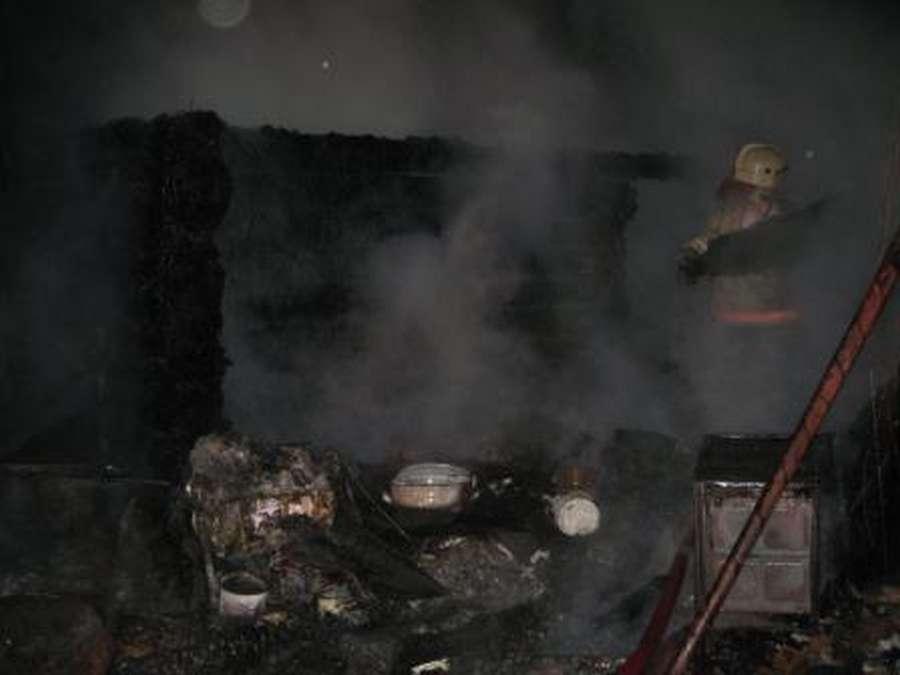 МЧС сообщает о пожаре в поселке Чайковский Пермского края - фото 1