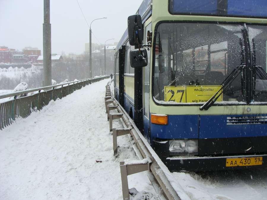 В Перми пьяный камазист врезался в маршрутный автобус - фото 10