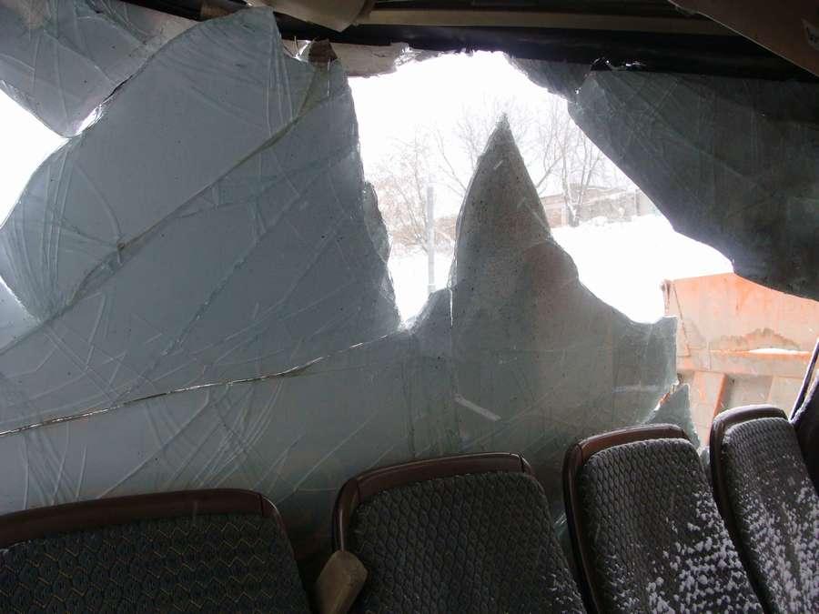 В Перми пьяный камазист врезался в маршрутный автобус - фото 13
