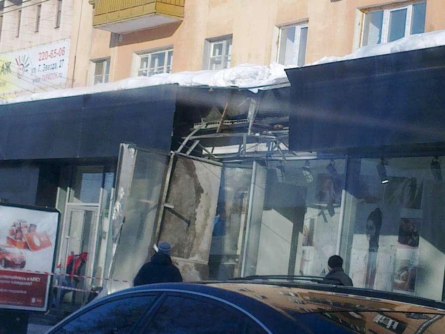 В Перми пошел снег с крыш