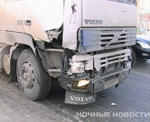 В Екатеринбурге столкнулись фура, иномарка, ГАЗель и ЗИЛ - фото 1
