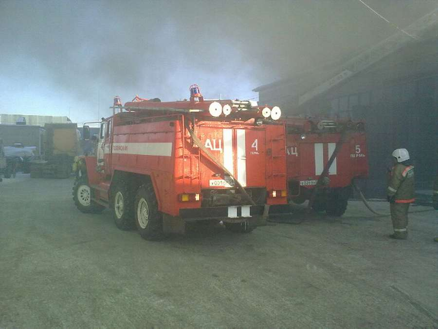 В Перми горит ангар - фото 1
