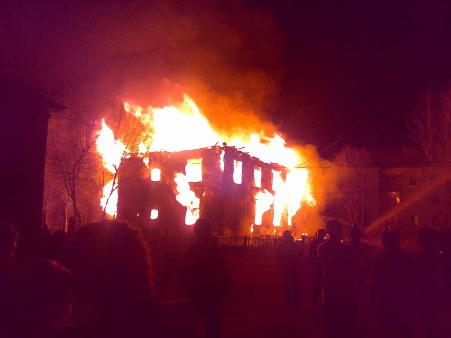 В Пермском крае ночью сгорел жилой 2-этажный дом - фото 2