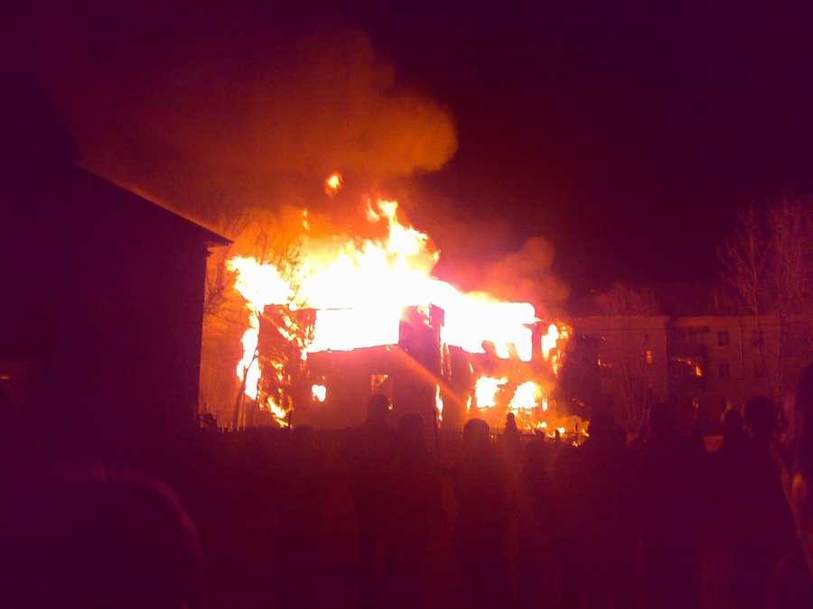 В Пермском крае ночью сгорел жилой 2-этажный дом - фото 3
