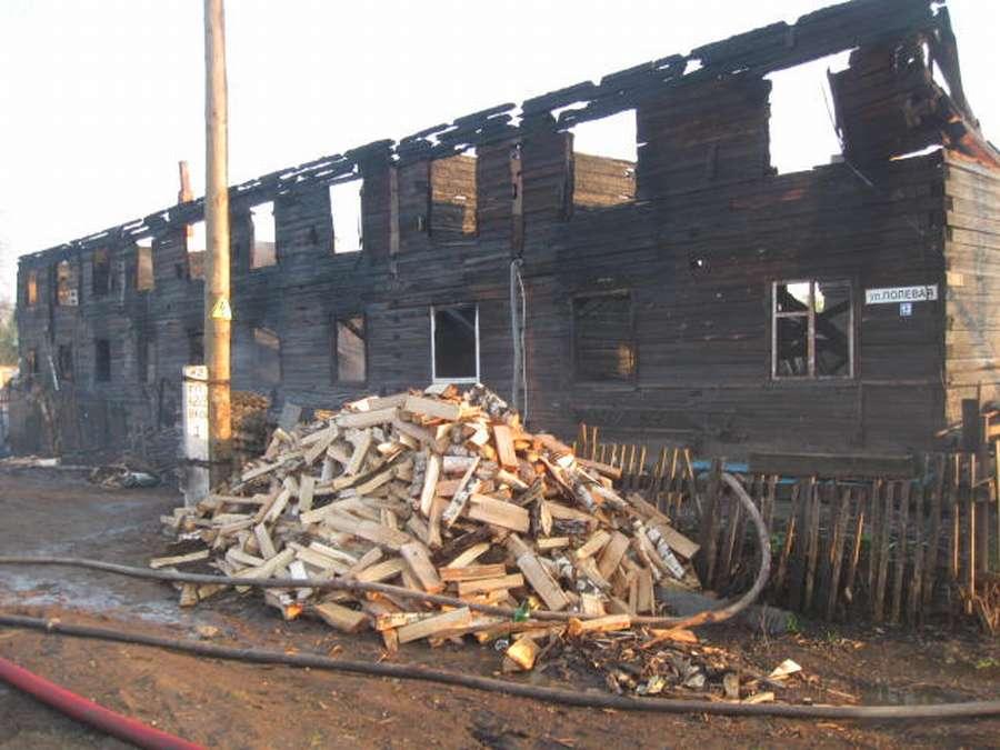 В райцентре Куеда сгорел двухэтажный дом - фото 1