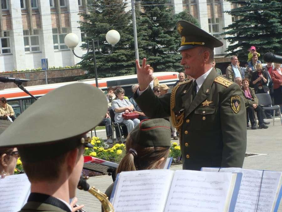 В Перми играет оркестр Тверетинова