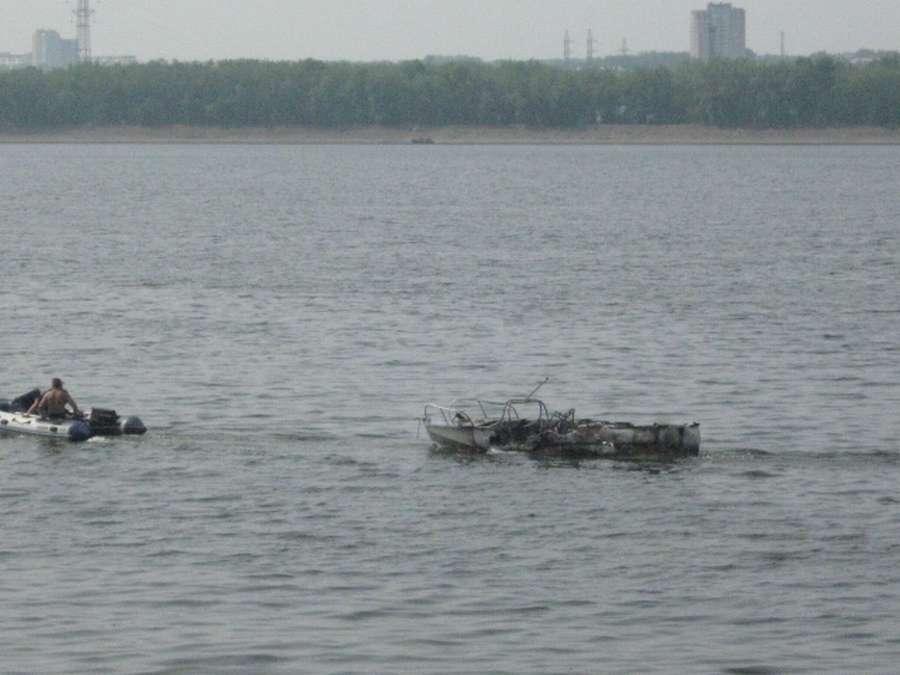 Сегодня в Перми на Каме сгорела моторная лодка