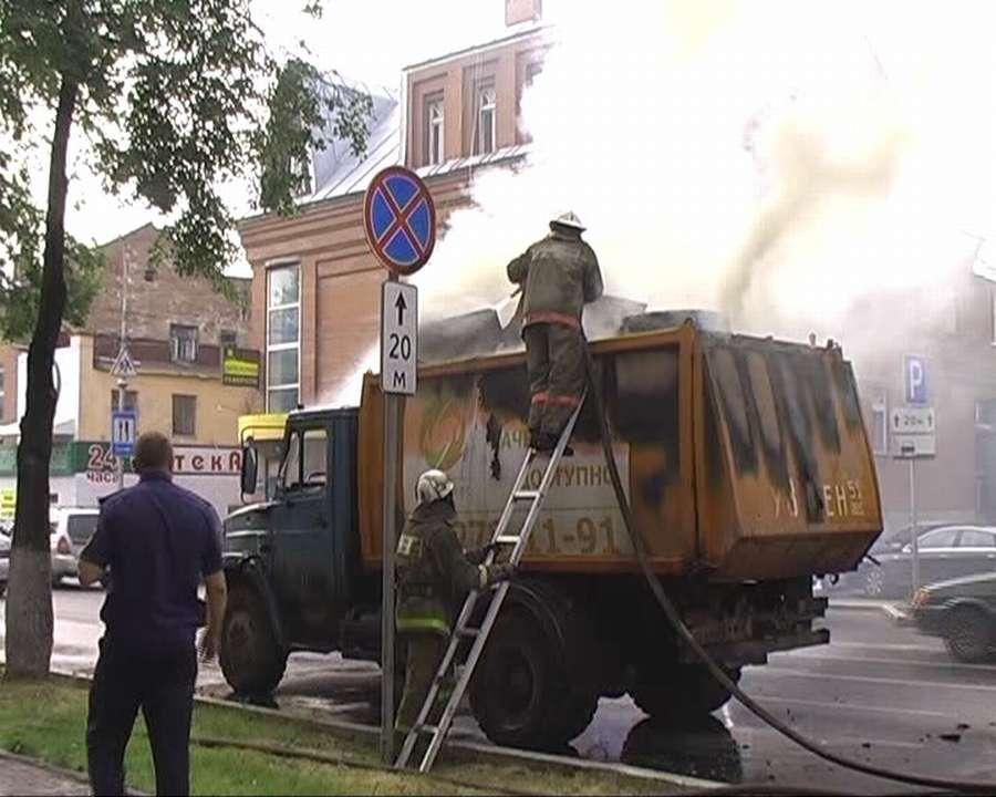 В Перми горящий мусор привезли прямо в пожарную часть - фото 1