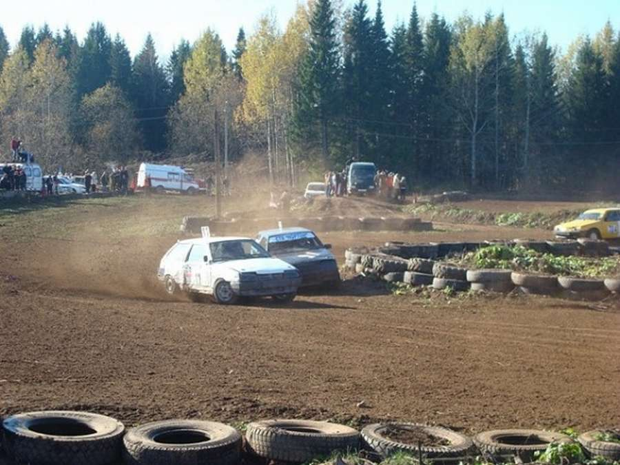 Вчера в Краснокамске соревновались автогонщики - фото 1
