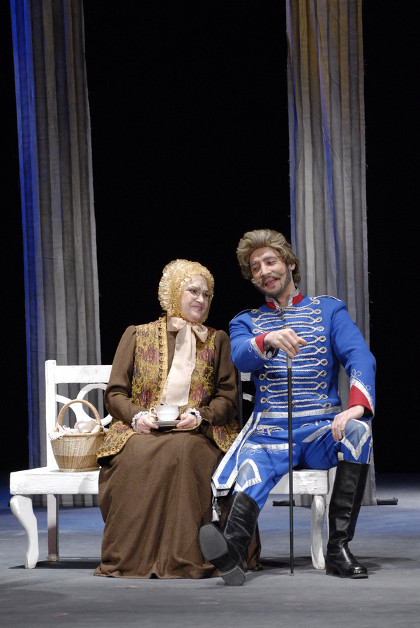 Пермская актриса Ирина Сахно репетирует на сцене, в гримерке и дома - фото 2