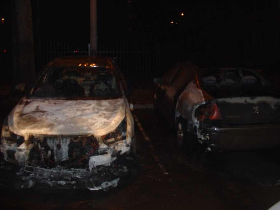 В Перми на парковке сгорели два автомобиля