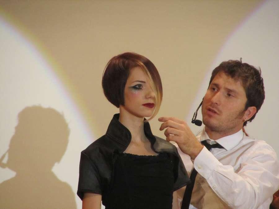 В Перми сегодня учились стричь и красить