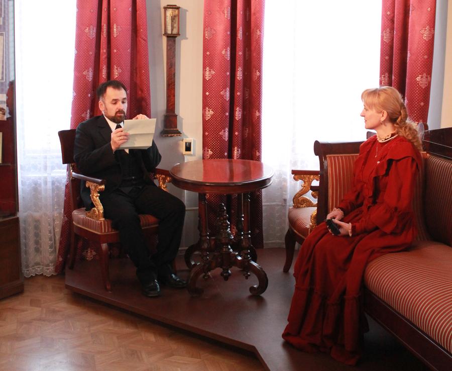 Лизонька Строганова рассказала пермским журналистам о коллекции ее отца