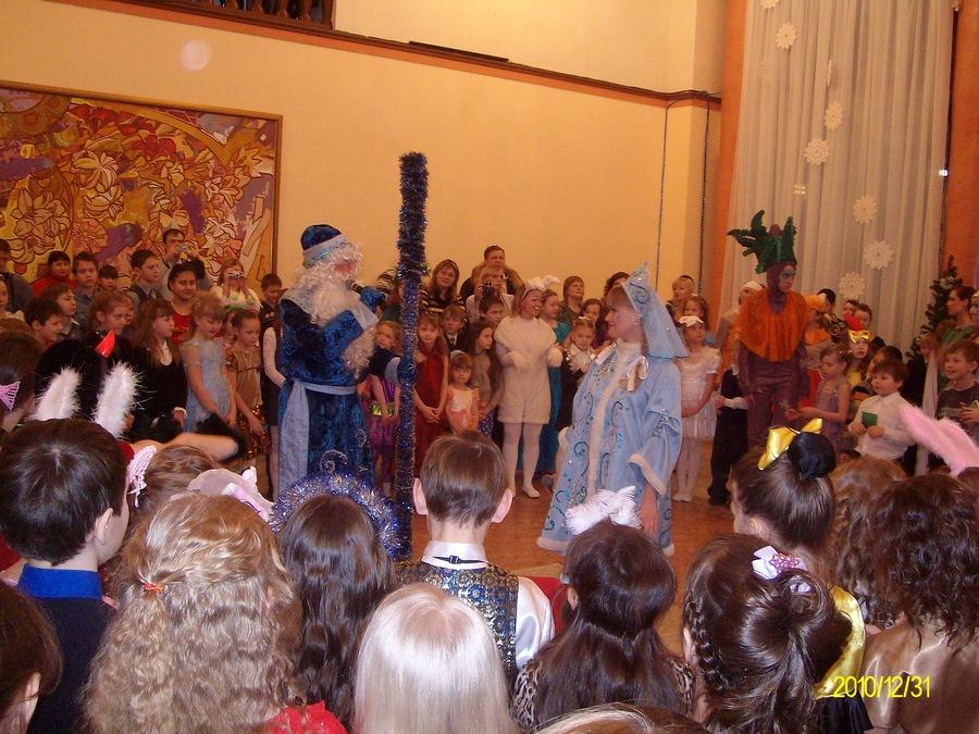 В Соликамске прошел новогодний бал маленьких талантов - фото 1