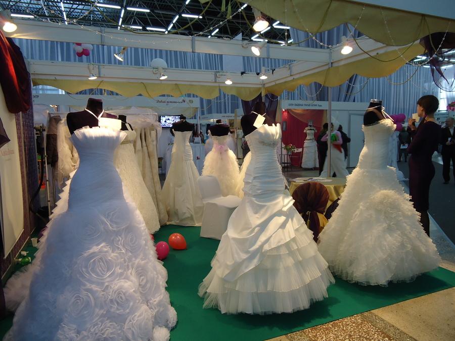 На Пермской ярмарке девушки всех размеров примеряли свадебные платья