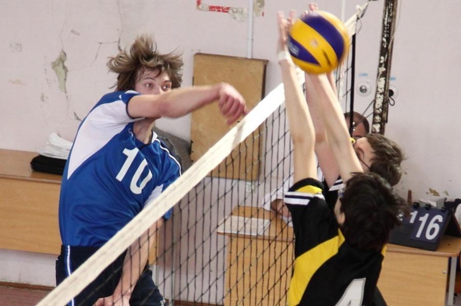 Пермские школьники сегодня карабкались на пальму волейбольного первенства