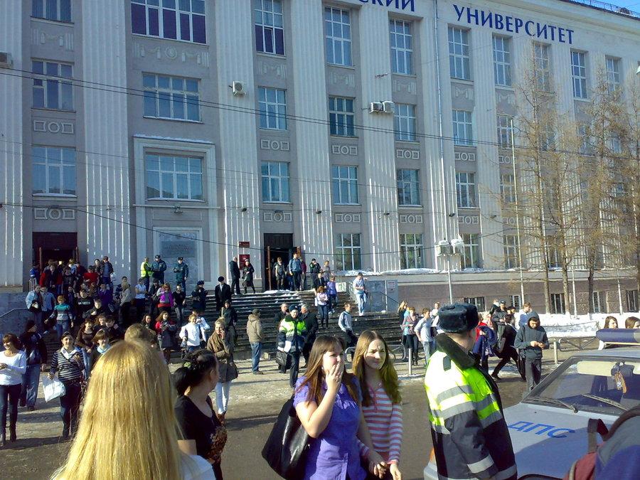В Пермском политехе снова эвакуировали студентов. Без одежды